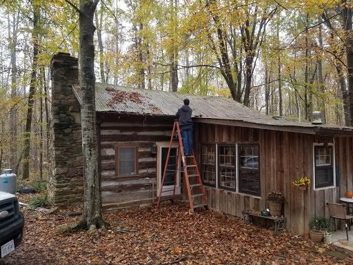 Antenna installation on a cabin