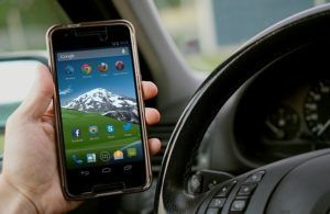 distracted driving using cell phone while driving