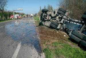 What are the common causes of truck accidents in Florida?