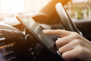 oklahoma city driver docking smartphone to launch safer driving apps.