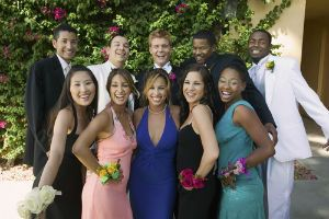 A group of seniors take their picture for prom