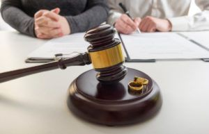 married couple divorcing in a family law court
