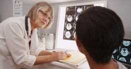 Doctor interpreting scans to an injury victim, who will be contacting a Corpus Christi brain injury lawyer.