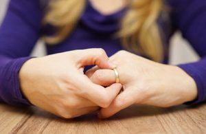 divorce pulling off ring