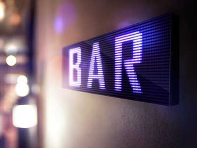 Electronic and digital sign for a bar