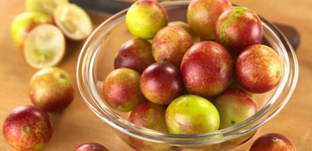 2014-04-10-6-uncommon-superfoods-that-could-help-your-health-status-soar-camucamu