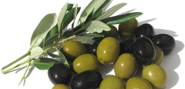 2014-06-09-5-healthy-foods-with-more-fat-than-a-doughnut-olives