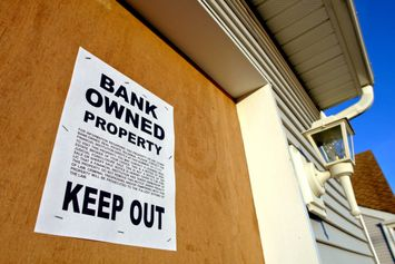 keep out notice posted on the door of a home in Florida