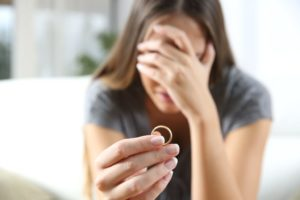 A woman removing her wedding ring after divorcing in Surprise, Arizona.