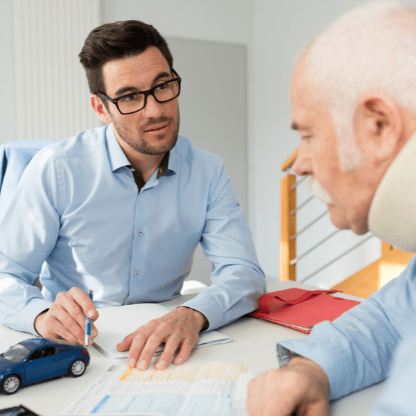 personal injury lawyer meeting with injured client